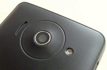Optika fotoaparátu, blesk a hlasitý reproduktor