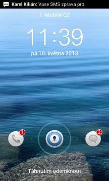 Odemykací obrazovka indikuje počet přijatých SMS a zmeškaných hovorů