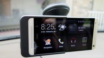 Po usazení telefonu do kolébky se automaticky spustí aplikace Car Dock