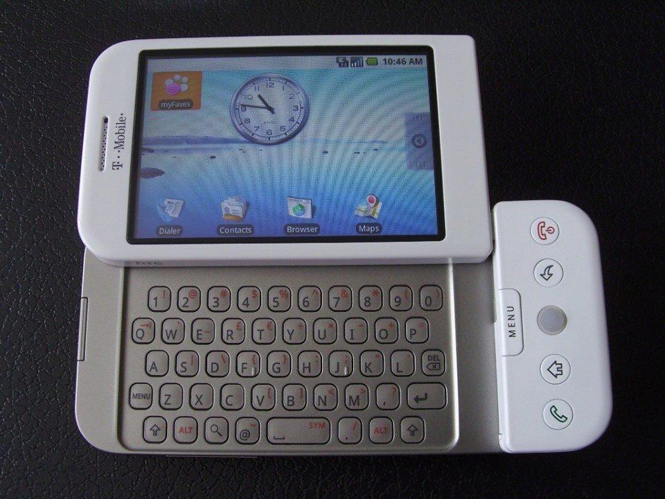 T-Mobile G1 s vysunutou klávesnicí