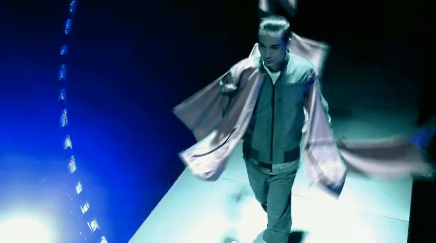 Xperia™ Z Versus Fashion – YouTube