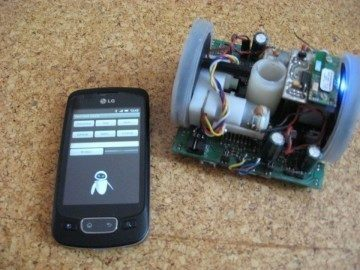 Robot, řízený z telefonu LG Optimus One