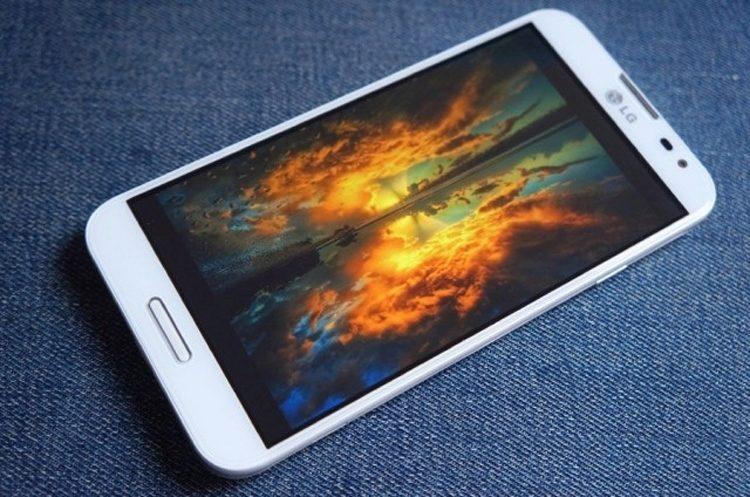 """LG Optimus G Pro s 5,5"""" displejem je největším telefonem od tohoto výrobce"""