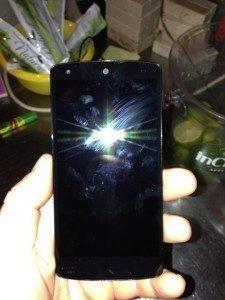 Nexus 5 - přední strana