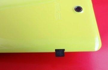 microSDHC karta ve slotu