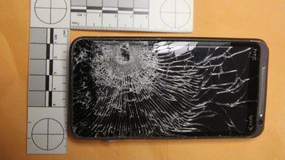 Mobilní telefon zachránil muži nejspíše život