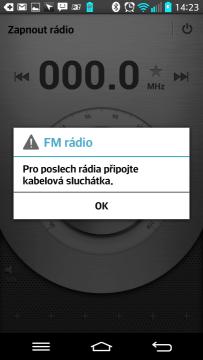FM Rádio vyžaduje připojení sluchátek