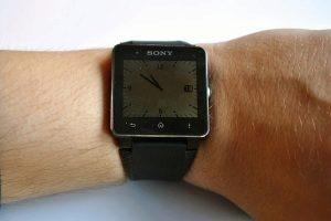 Sony SmartWatch 2 na ruce