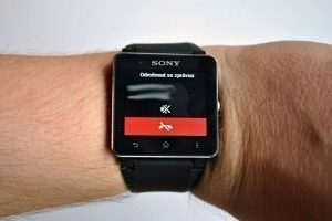 Sony SmartWatch 2 prichozi hovor