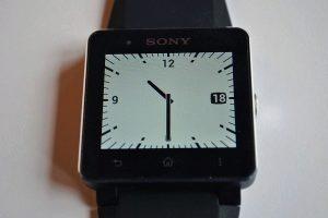 Sony SmartWatch 2 zapnuty displej