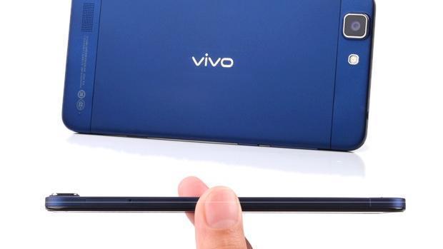 Již představený model Vivo X3 se pyšní titulem nejtenčí telefon světa - pouze 5,6 mm