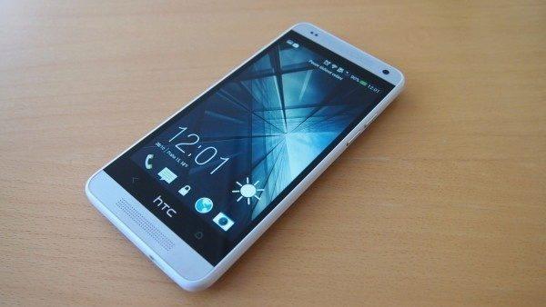 HTC One mini - displej