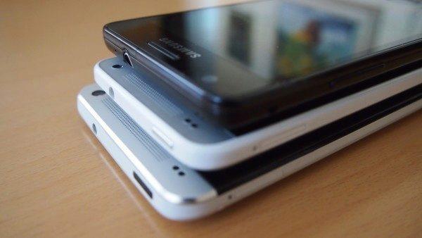 HTC One Mini - Porovnání velikostí 1