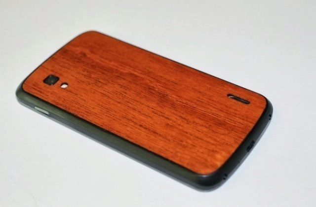 Nexus 4 dřevěná záda