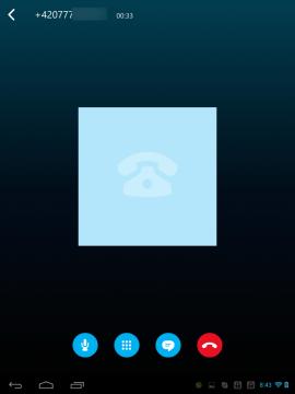 Tablet nemá GSM modul, takže si zavoláte jen skrze VoIP