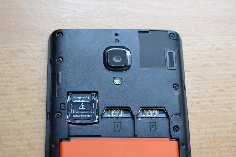 Hongmi podporuje dvě SIM karty a slot pro MicroSD kartu