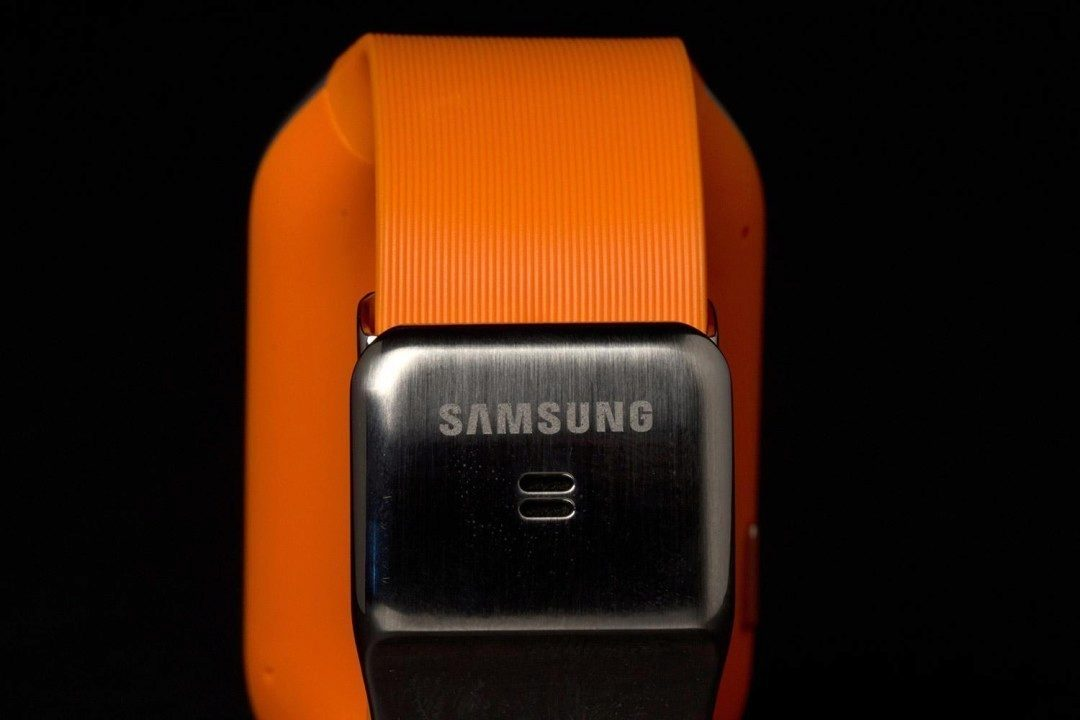 samsung-galaxy-gear-smartwatch-review-rear-clasp-macro