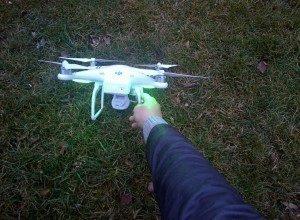 DJI Phantom Vision 2 pohled v trávě
