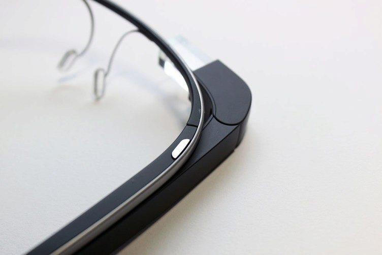 Google Glass vrchni tlacitko