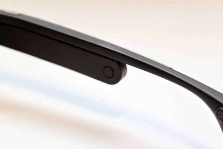 Google Glass vypinaci tlacitko