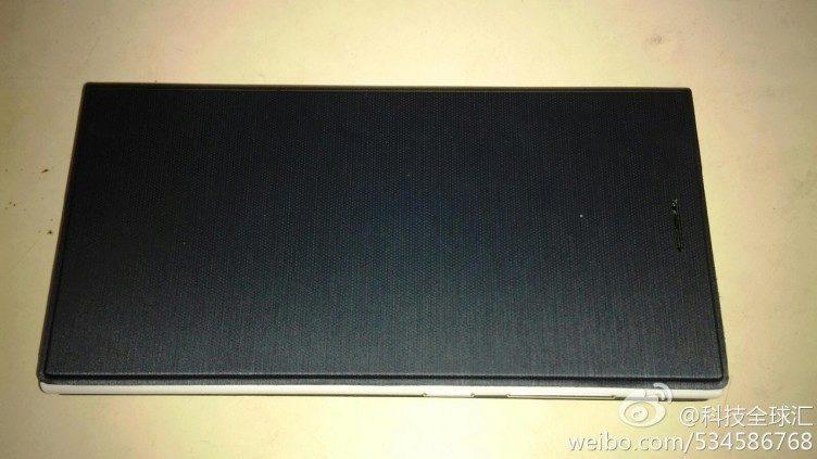 Huawei Ascend P7 v ochranném obalu