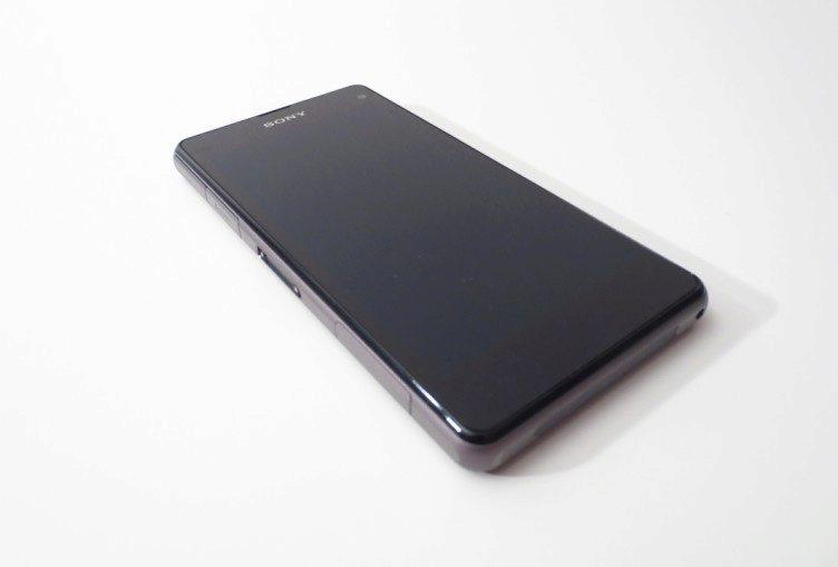 Sony Xperia Z1 Compact - čelní strana (2)