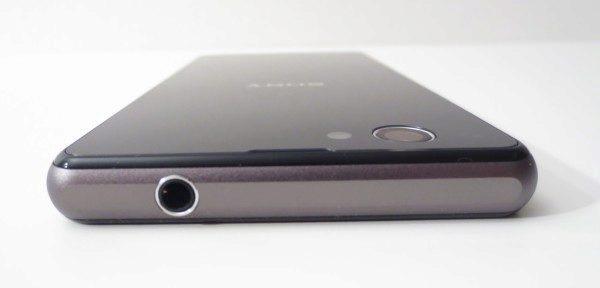 Sony Xperia Z1 Compact -  horní hrana a 3,5 jack