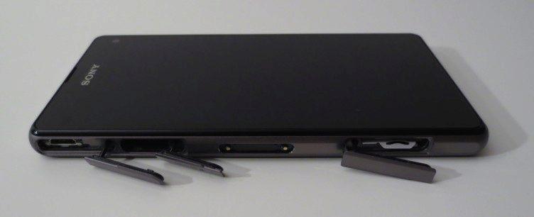 Sony Xperia Z1 Compact - krytky slotů a MicroUSB (1)