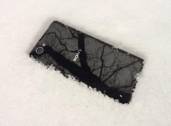Sony Xperia Z1 Compact - na sněhu (1)