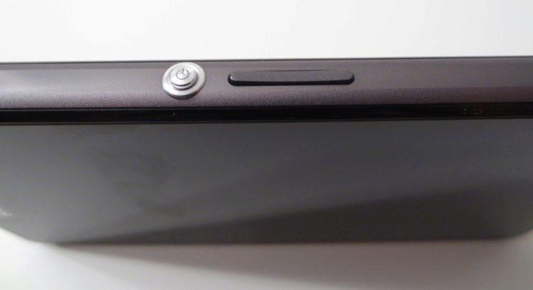 Sony Xperia Z1 Compact - odemykací tlačítko a regulace hlasitosti