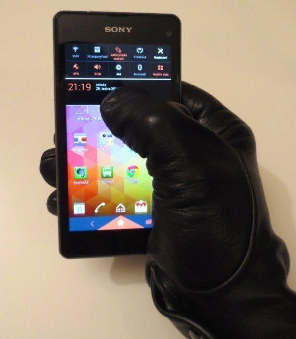 Sony Xperia Z1 Compact - ovládání v rukavicích (2)