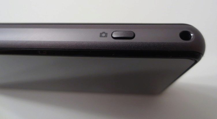 Sony Xperia Z1 Compact - spoušť fotoaparátu