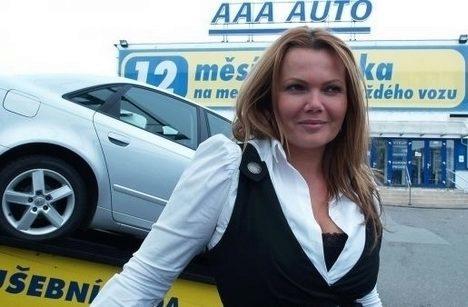 karolina-topolova-aaa-auto