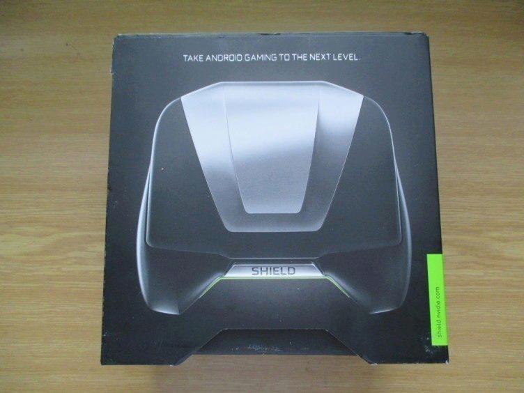 Zadní strana krabičky konzole Shield