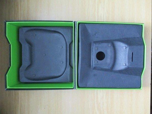 Vnitřek krabičky konzole Shield