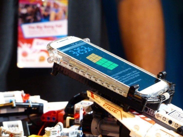 robot-rubikova-kostka-cubestormer-3