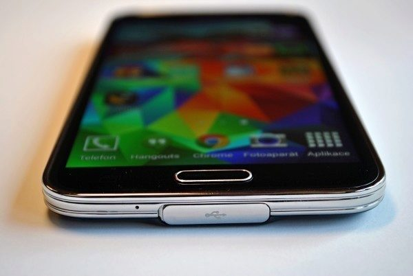 Samsung Galaxy S5 domovské tlačítko
