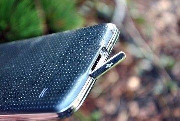 Samsung Galaxy S5 nabíjecí konektor 2