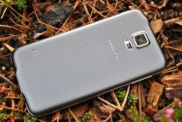 Samsung Galaxy S5 zadní strana