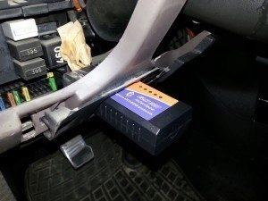 Zapojený OBDII adaptér