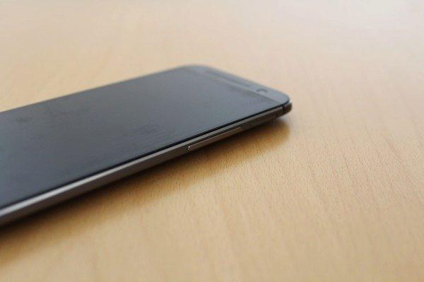 Jak vypadá HTC One M8 25