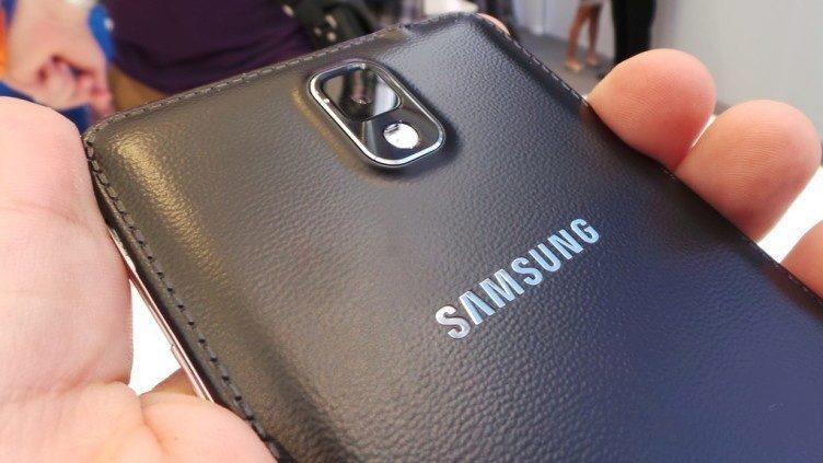 Není jisté, zda Galaxy Note 4 bude mít na zadní straně imitaci kůže