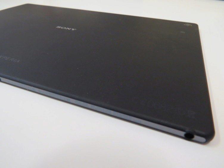 Sony Xperia Z2 Tablet - spodní strana