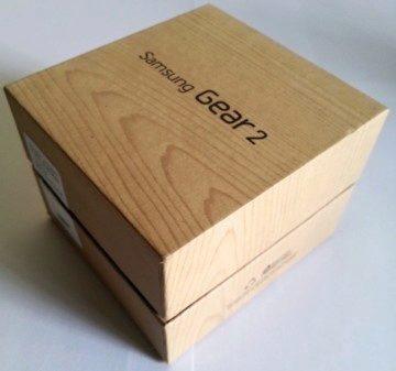 Hodinky dorazily v kartónové krabičce