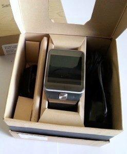 Galaxy Gear 2 v krabičce s příslušenstvím