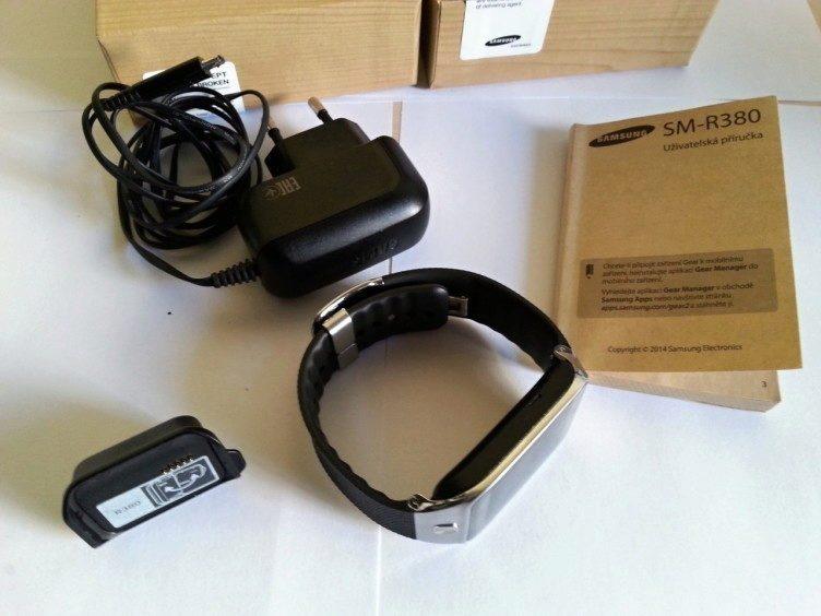 Kompletní obsah balení hodinek Galaxy Gear 2