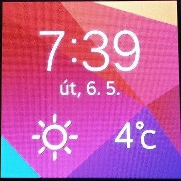 Obrazovka s hodinami a počasím