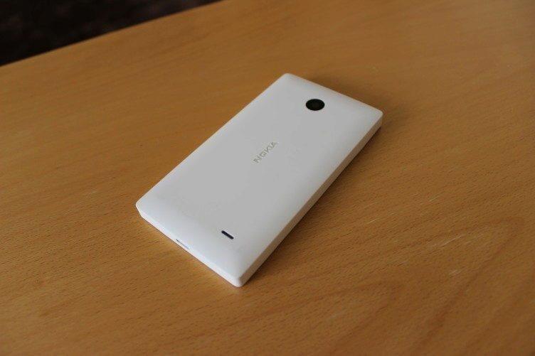 Nokia X recenze - záda