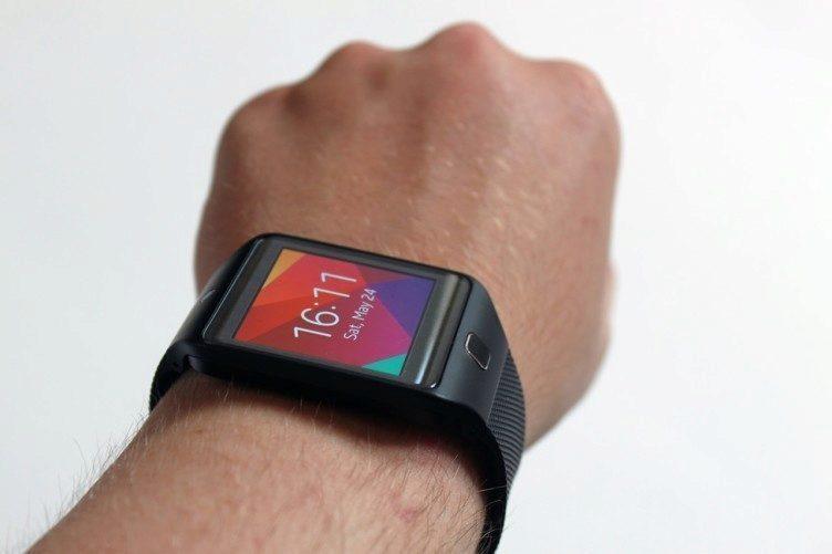 Samsung Gear 2 Neo na ruce 1