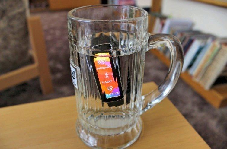 Samsung Gear Fit recenze 4_Fotor